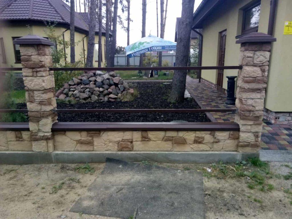 бетонный забор из камня