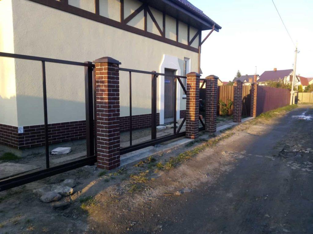 кирпичный столб из бетона